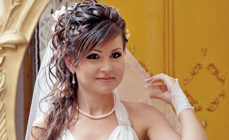 Причёски на свадьбу с чёлкой