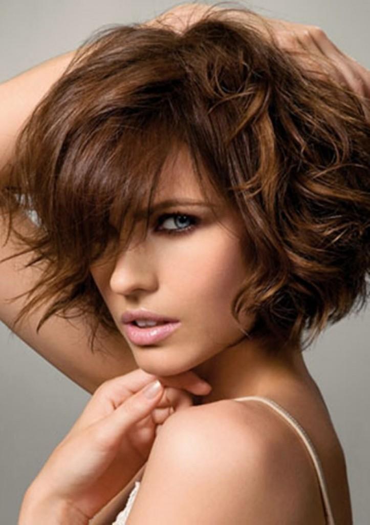 Прически на средние волосы кудрявые с челкой