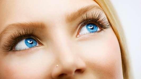 Как сделать глаза еще голубее в домашних  342