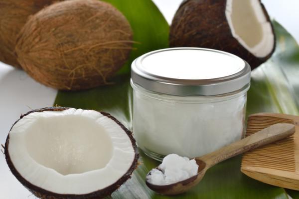 А вот и фото вашего надежного помощника в борьбе за красоту и здоровье волос – кокосового масла