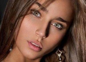 Серые глаза светлая кожа какой цвет волос подойдет