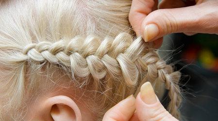 Ажурное плетение на коротких волосах