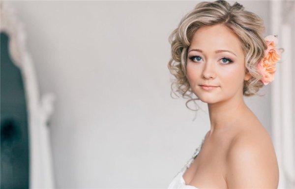 Прически на короткие волосы на свадьбу (39 фото): видео-инструкция как сделать свадебную укладку своими руками, фото и цена