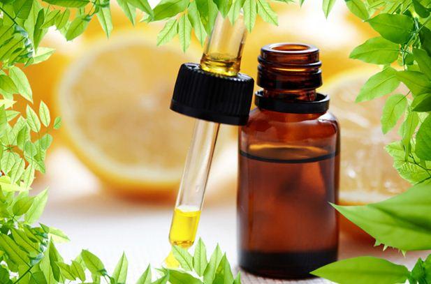 Блондинкам масло лимона (на фото) дарит платиновый цвет, а шатенкам – роскошные золотые переливы.