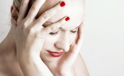 Боль над бровью слева могут спровоцировать множество заболеваний