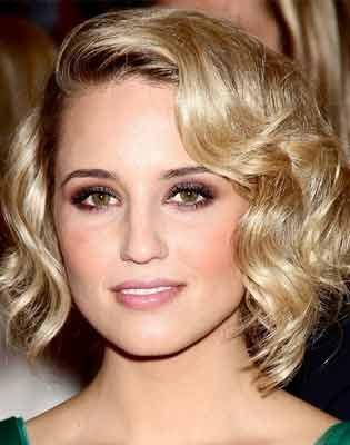 Чтобы подчеркнуть красивые утонченные черты лица стрижка должна быть максимально открытой