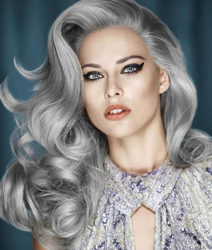Серебряный цвет волос