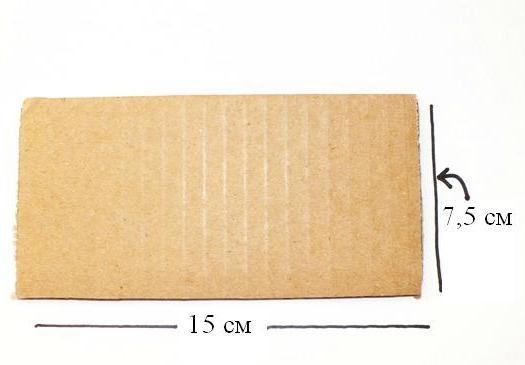 Чтобы создать завитки, возьмите картон размером 15×7,5 см.