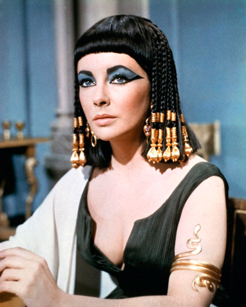 Даже Клеопатра носила черный парик по форме напоминающий каре