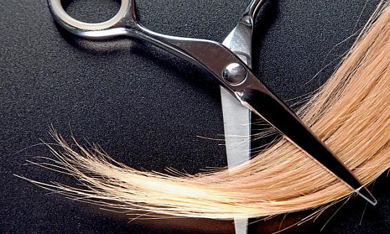Для лучшего эффекта посеченные кончики все - таки лучше обрезать.