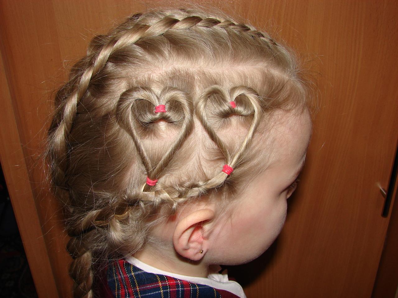 Прически на короткие волосы детям с одной резинкой