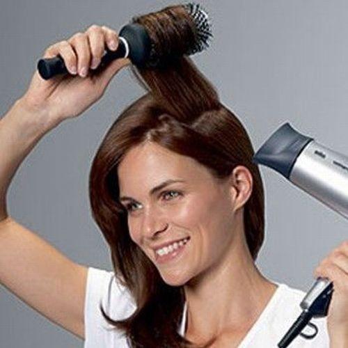 Для выпрямления шевелюры феном используйте круглую расчёску