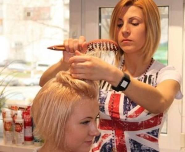 Доверьте свою шевелюру профессиональному парикмахеру, который подберёт нужный вариант стрижки
