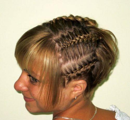 Прически простые из коротких волос с косичками