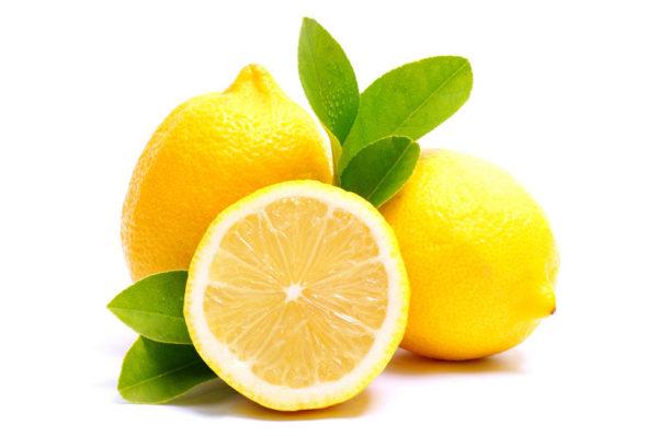 Если протереть жирные локоны соком лимона, то жир на них нейтрализуется, и они обретут свежий вид.