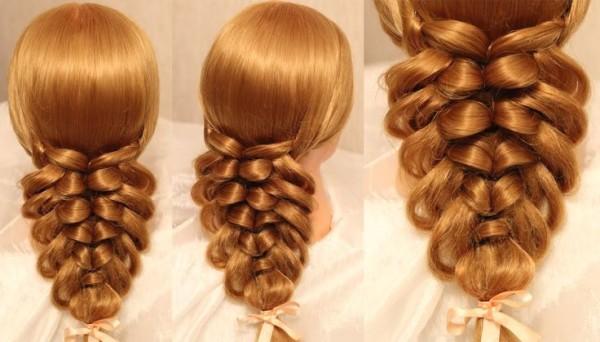 Если у вас тонкие локоны, немного вытяните пряди верхней косы, это придаст объема и визуальной густоты прическе
