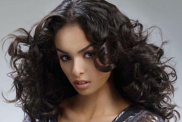 Естественные волны из волос притягивают к себе пристальное внимание!