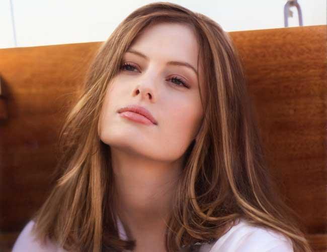 Осветленные пряди на русых волосах