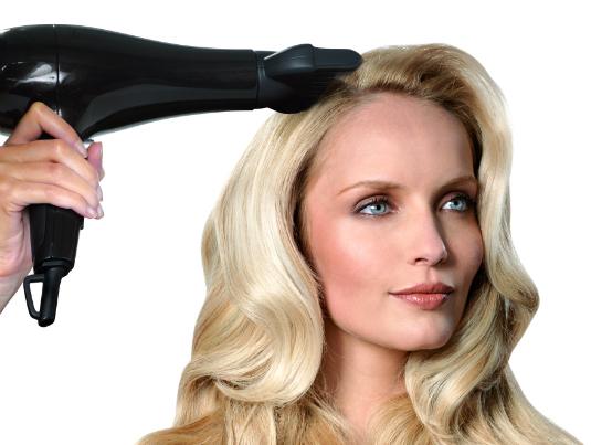 Как сделать объём волос феном 940