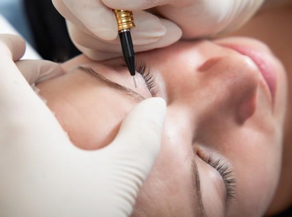 Формы бровей и татуаж бровей стоит выбирать с особой тщательностью, ведь результат останется с вами надолго