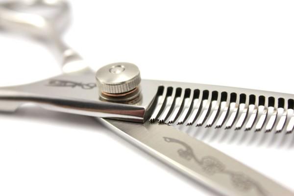 Фото филировочных ножниц с односторонним расположением зубцов