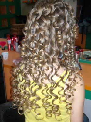 Фото: волосы, накрученные плойкой