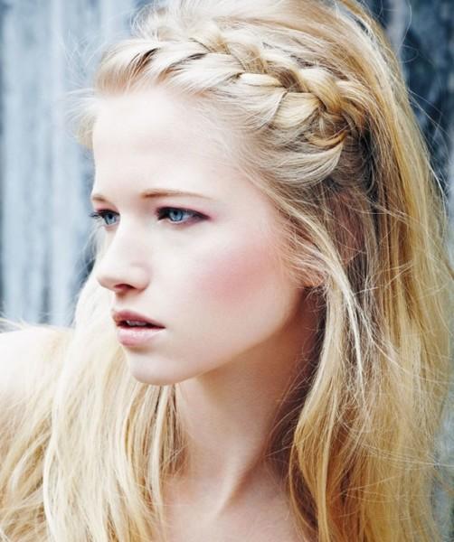 Французское плетение косы прекрасно подходит для длинных и средних волос