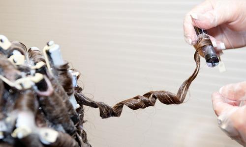 Химия отличается и в зависимости от того, как именно накручивались волосы