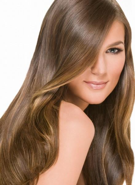 Идеальная комбинация – золотисто-русые пряди, персиковая кожа и светлые глаза.