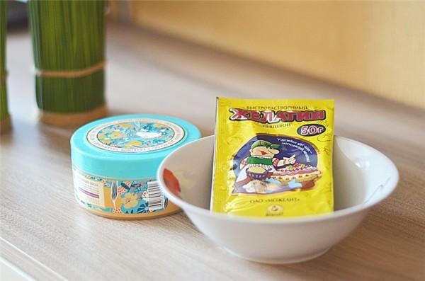 Инструкция к домашнему ламинированию позволяет проводить его с использованием дополнительных компонентов: яичного желтка, фруктового сока, масел и отвара трав