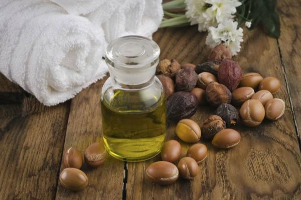 Используя масла, вы значительно улучшите состояние волосков