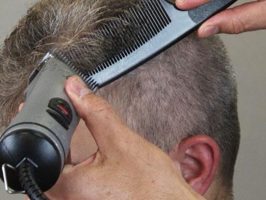 Как самой подстричь мужчину ножницами видео