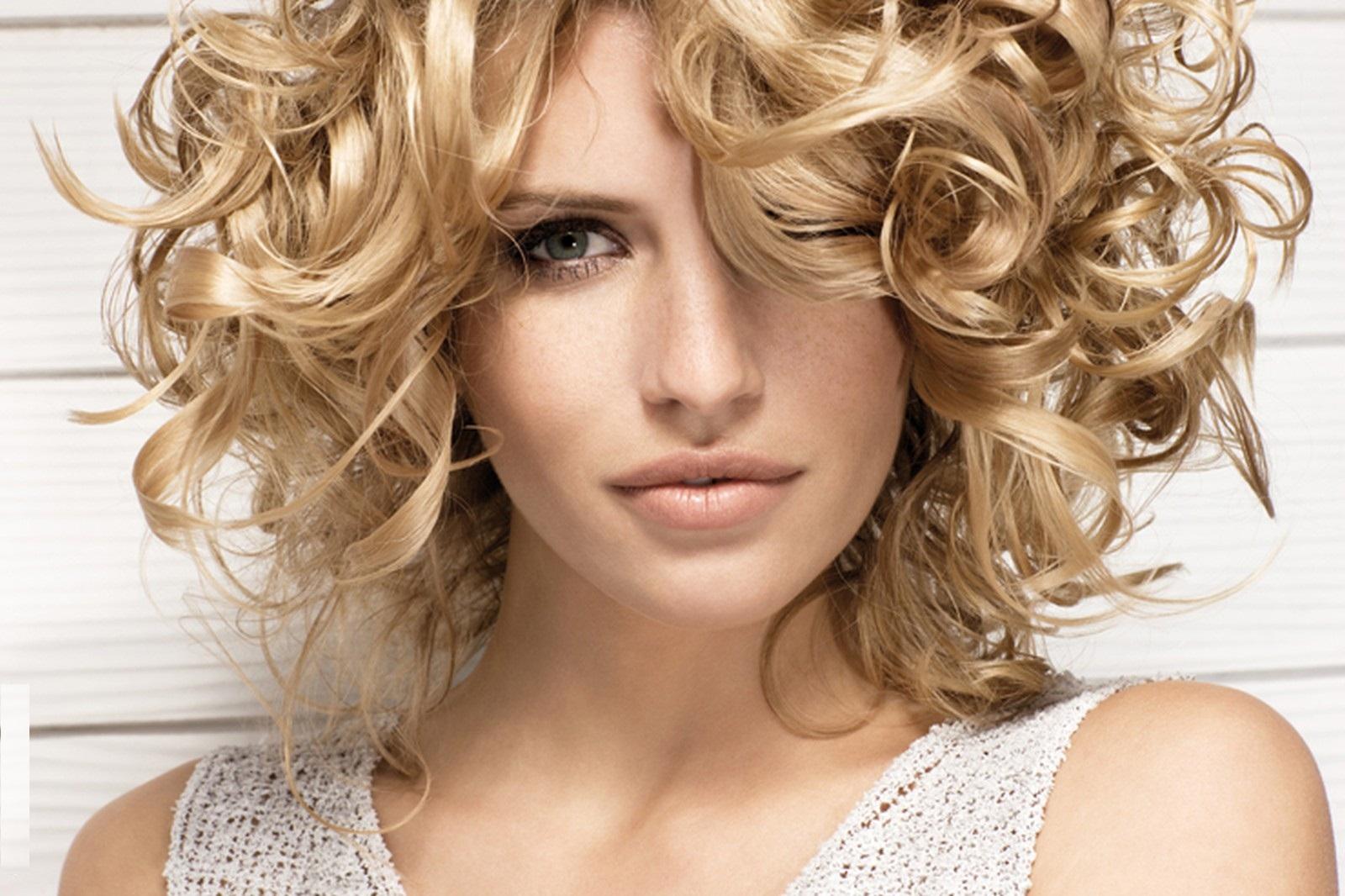 Укладка волос на средние волосы фото в домашних условиях