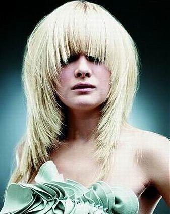Каскад на волосы средней длины