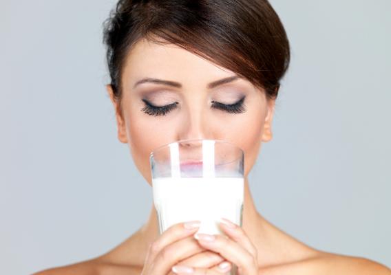 Маска для волос из кислого молока. Как проводить процедуру восстановления?