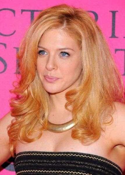 Клубнично-рыжий блонд хорош для голубоглазых девушек