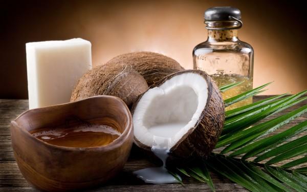 Кокосовое масло может помочь в борьбе за густые и пышные брови