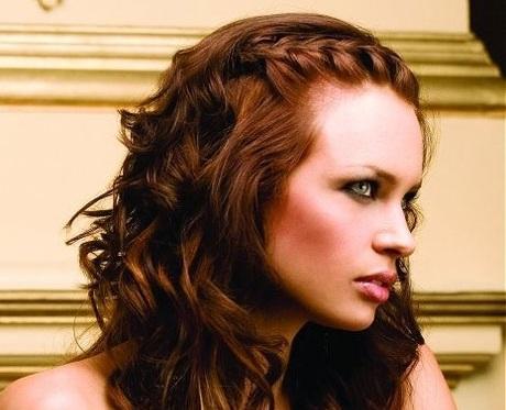 Косичка сбоку на распущенные волосы