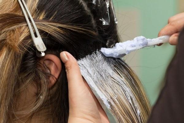 Подкрасить корни волос самостоятельно