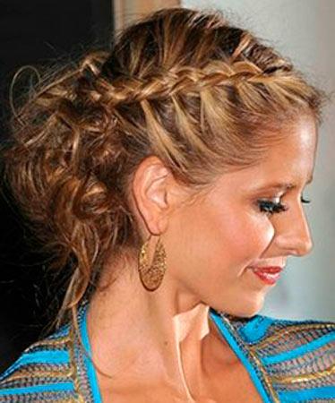 Вечерняя прическа с косами на короткие волосы