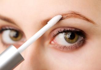 Косметолог поможет подобрать нужную форму и оттенок волосков
