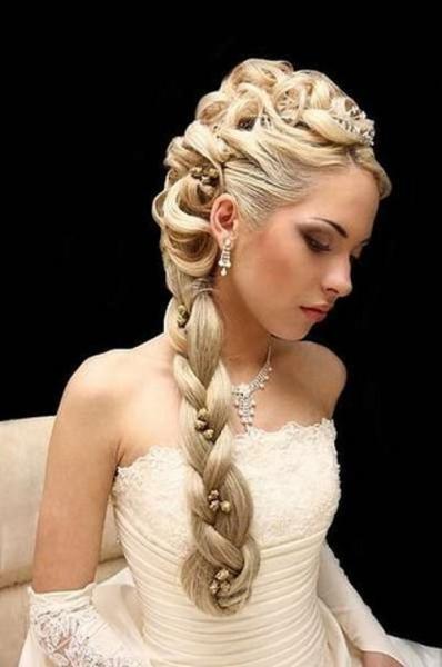 Красивая свадебная прическа из кос