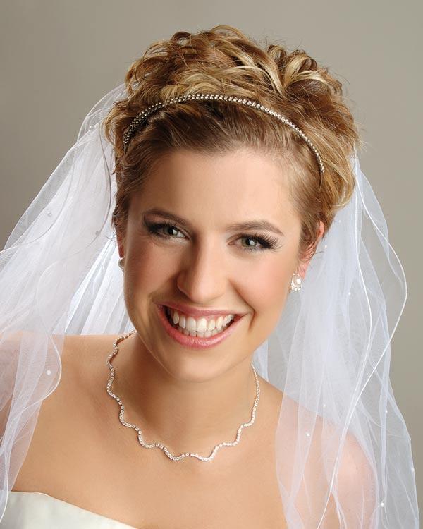 прически на свадьбу невесте с фатой фото