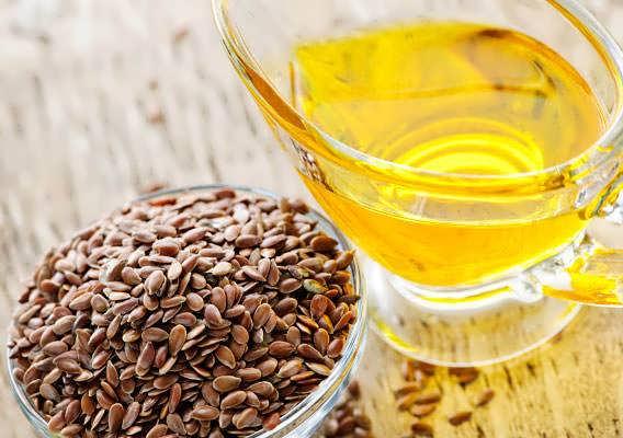 Льняное масло не только справится с перхотью, но и очистит организм