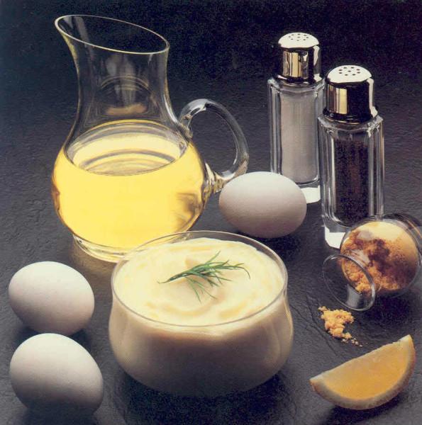 Маска из натуральных продуктов, сделанная дома, будет ничуть не хуже готовых препаратов