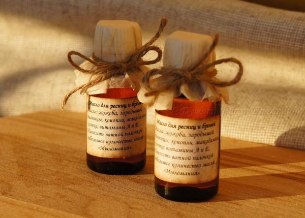 Масло для ресниц – наиболее безопасный и натуральный способ их укрепления (цена – от 120 руб.)