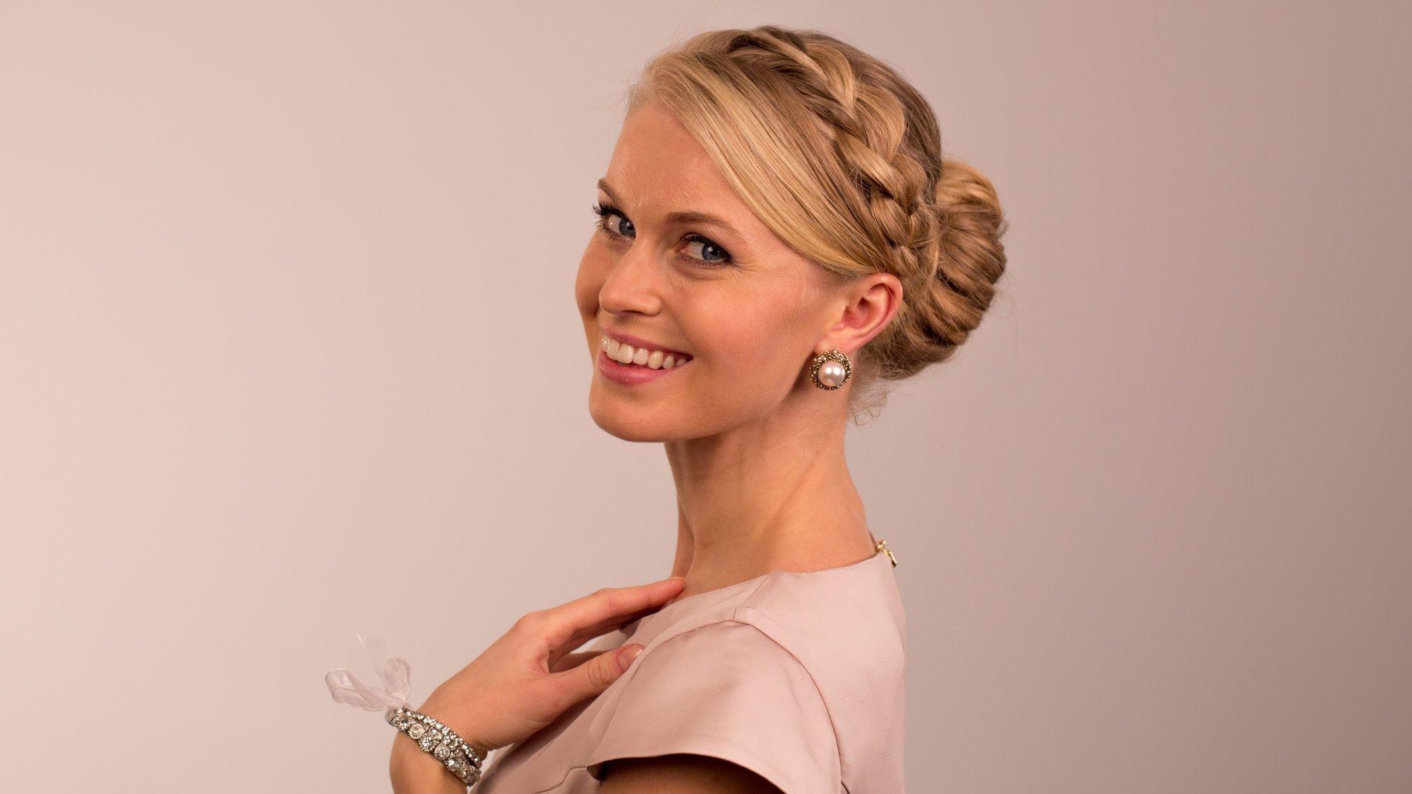 Фото блондинка с косой 21 фотография