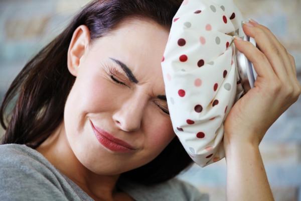 Мигрень (как на фото) – серьезное заболевание, требующее особого ухода