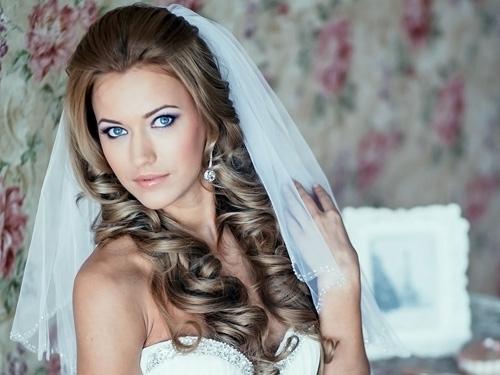 прически на свадьбу с распущенными волосами фото