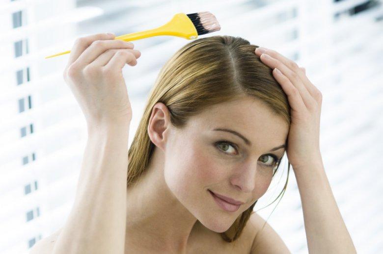 Почему волосы надо красить на грязную голову